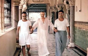 meher-baba-walking-with-bhau-left-and-eruch-jessawala-right-at-guruprasad-pune-india-mid-1960s