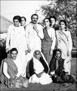 Baba_women_Mandali_1940s